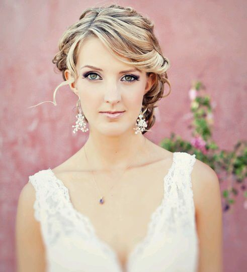 The Bride Is Wearing Lovely Triangular Beaded Earrings With A Shire Necklace