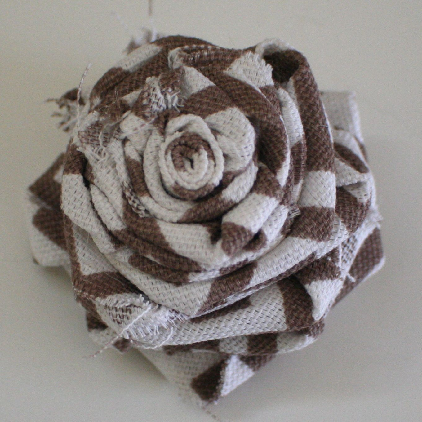 how to make fabric rosettes guest post wreaths pinterest. Black Bedroom Furniture Sets. Home Design Ideas