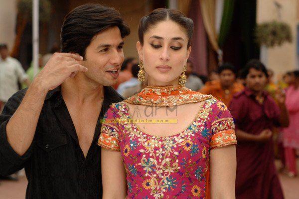 Kareena S Patiala Suit In Jab We Met Bollywood Wedding Bollywood Couples Bollywood