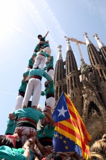 Barcelona. Plaça de Gaudí. Castellers de la Sagrada Família. #CatalansWantToVote #Omnium #DiarideGirona