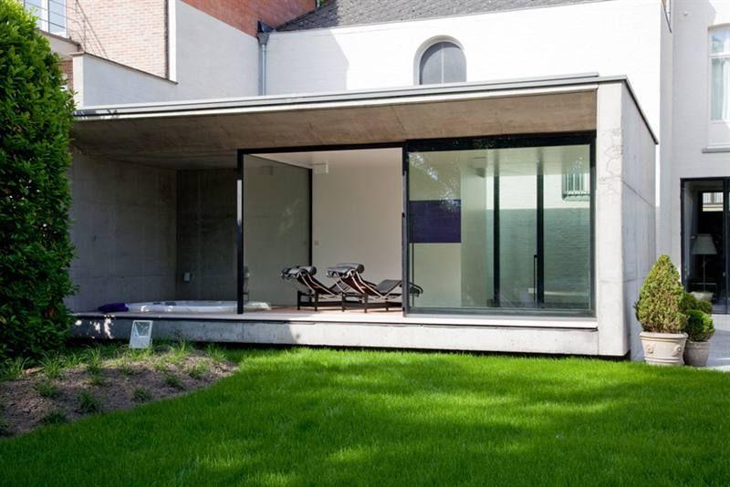Uitbouw met dakoversteek en smal terras uitbouw? pinterest