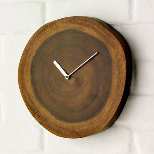 We love this beautiful clock that is the embodiment of simplicity - a pair  of hands neatly incorporated into a wood log slice. Time wooden stand still.