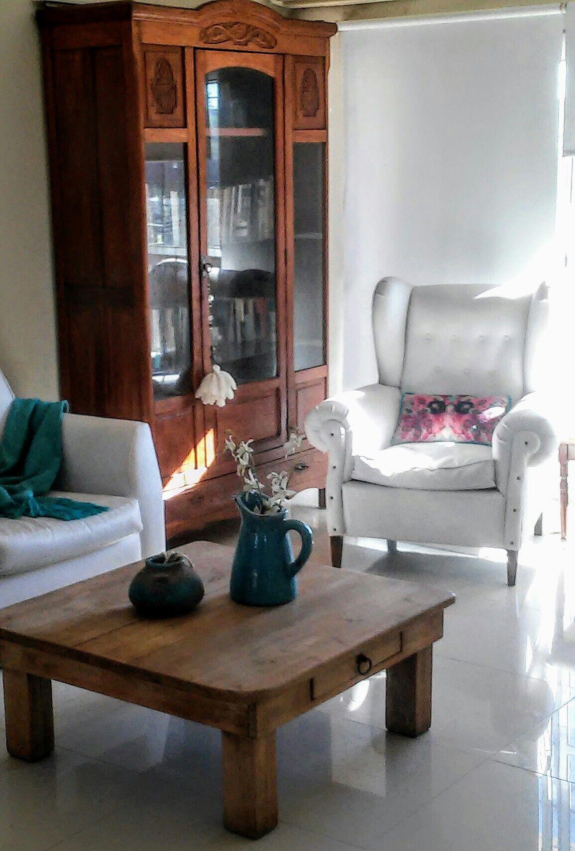 Living Con Muebles Restaurados Sillon Berger Blanco Vitrina  # Muebles Restaurados En Blanco