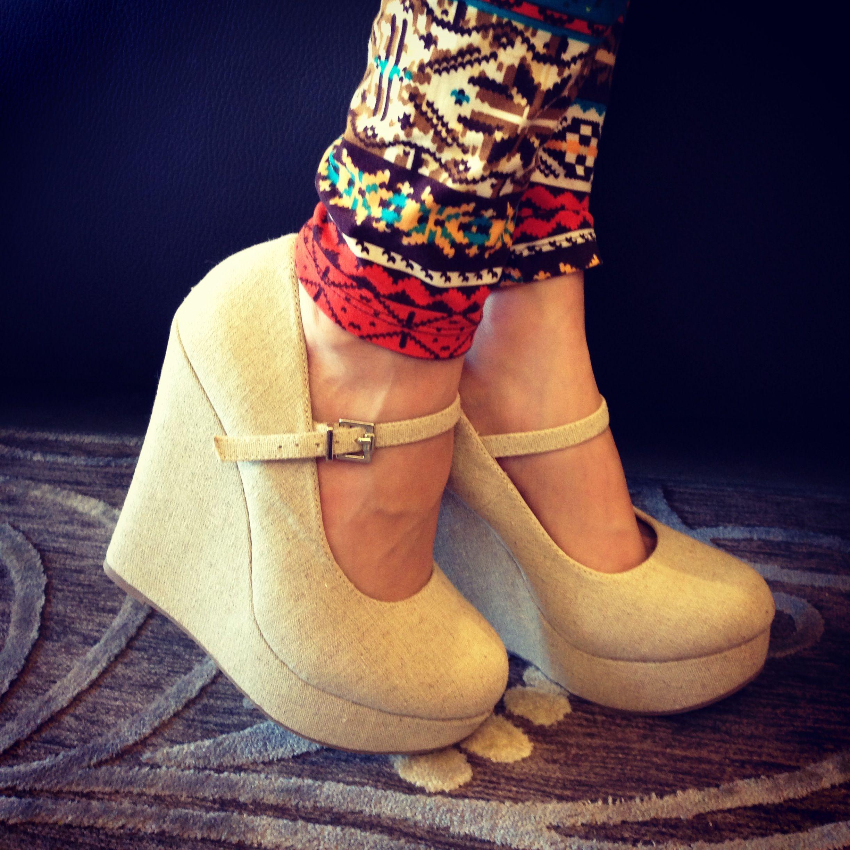 """26f14bece4 Unos zapatos con tacón corrido o """"plataforma"""" te brindarán siempre una  sensación de más confianza y estabilidad al caminar."""