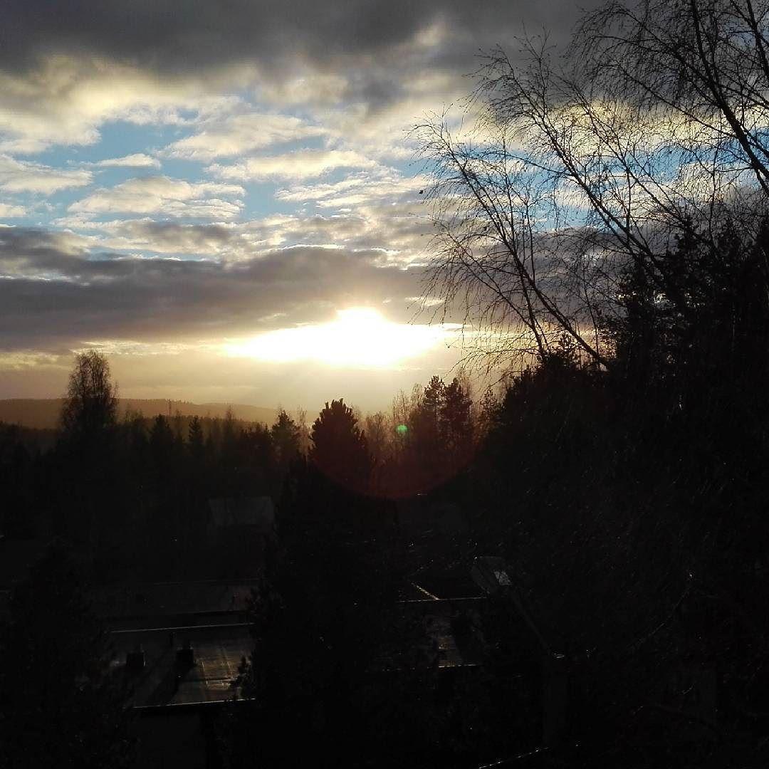 On instagram by jammijeseee #landscape #contratahotel (o) http://ift.tt/1Tc4ZYh On kyl aika talvinen maisema   #finland #monday #sun #clouds #nofilter