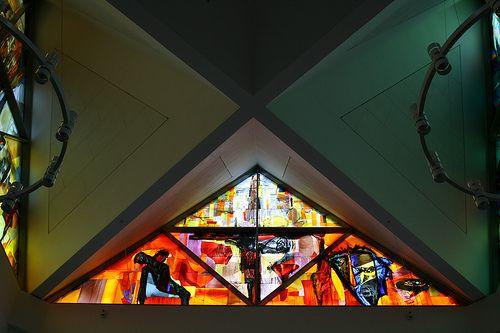 Et af 6 store glasmosaikker/malerier af Peter Brandes som findes i Vejleå Kirke i Ishøj, Danmark.
