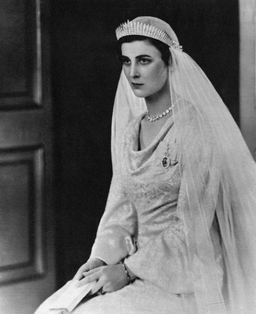 Princess Marina Duchess Of Kent In Her Wedding Gown 1934 Princess Alexandra Of Denmark Royal Brides Royal Wedding Dress [ 1004 x 820 Pixel ]