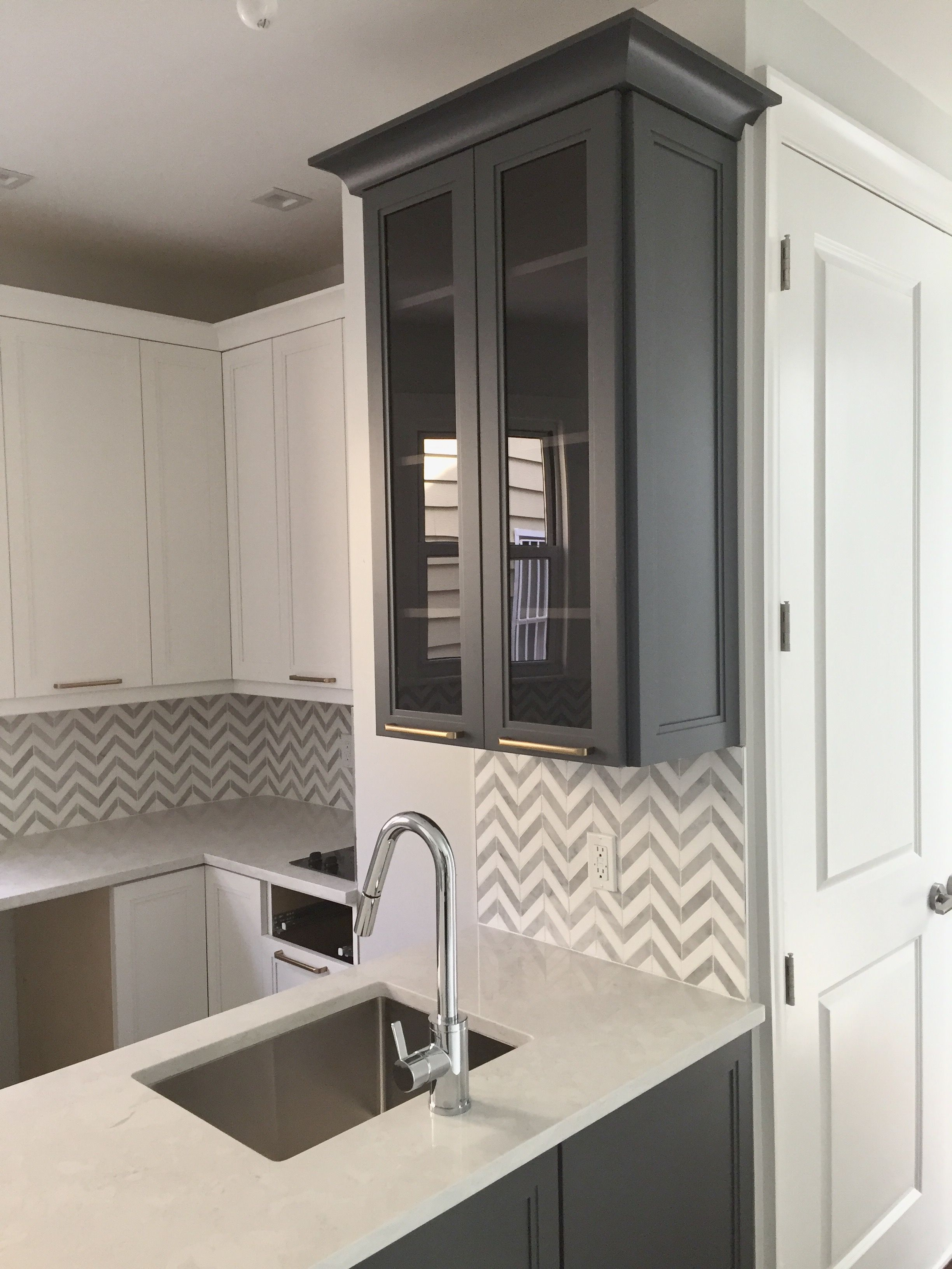 A Pop Of Color For A White Kitchen Whitekitchencabinets Kitchenideas Hanssem Quartzcountertops Topknobs Kitchen Cabinet Design Kitchen Cabinets Kitchen