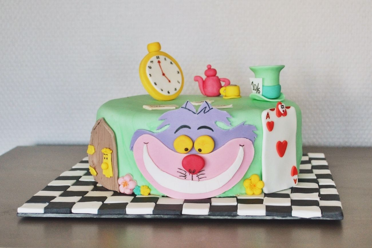 Gateau Alice Aux Pays Des Merveilles dedans concours gâteau d'anniversaire - alice au pays des merveilles