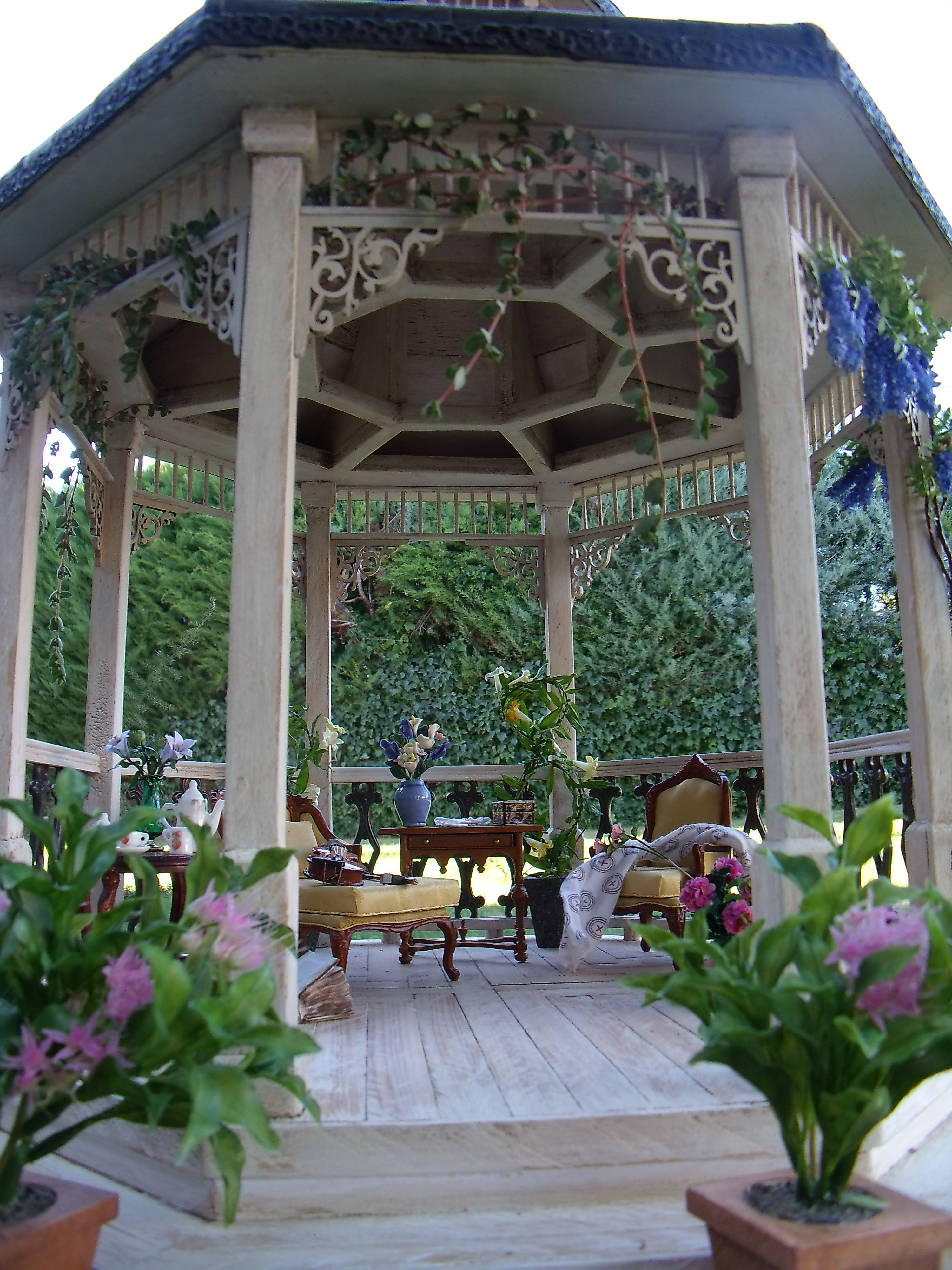 This Is A Gazebo At Rogers Gardens In Newport Beach,