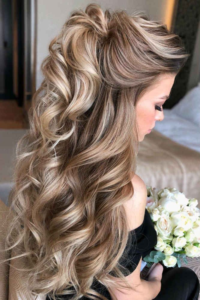 Mother Of The Bride Hairstyles 63 Elegant Ideas 2020 Guide Down Curly Hairstyles Mother Of The Bride Hair Prom Hair Down