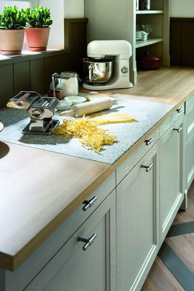 plan de travail en bois avec insert en granit sur mesure. Black Bedroom Furniture Sets. Home Design Ideas
