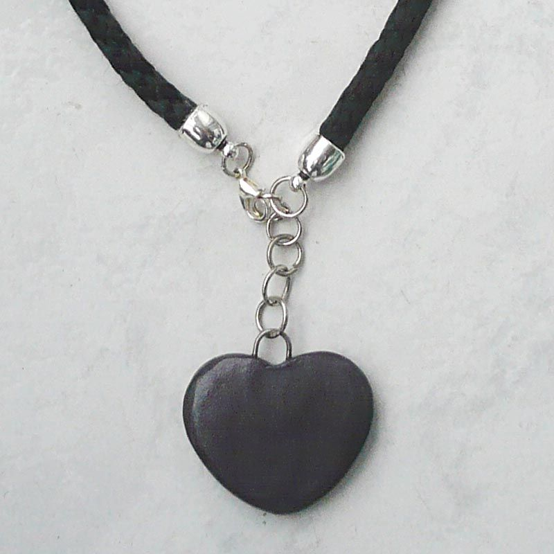 dc46711e9357 Collar Corazón Negro Detalle. Nueve Piedras Bisutería Artesanal ...