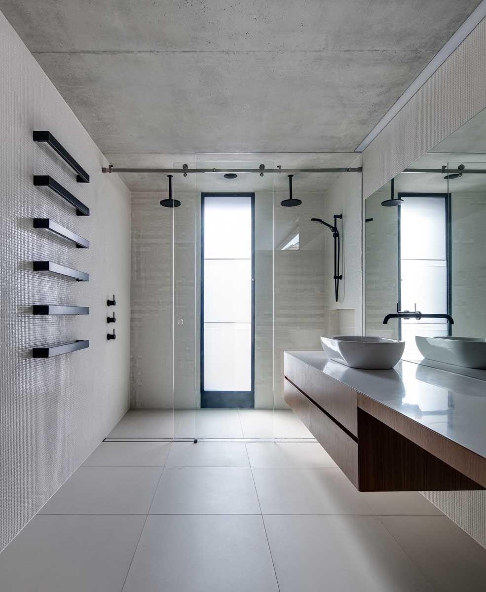 Glebe House, Sydney, by Nobbs Radford Architects - starkly modern ...