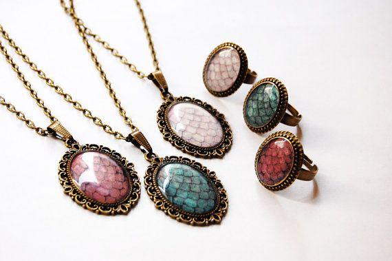 Game of Thrones Jewelry Dragon Egg Pendant The Khaleesi Dragon Egg Necklace in Bronze Tone Dragon Egg Necklace Daenerys Necklace