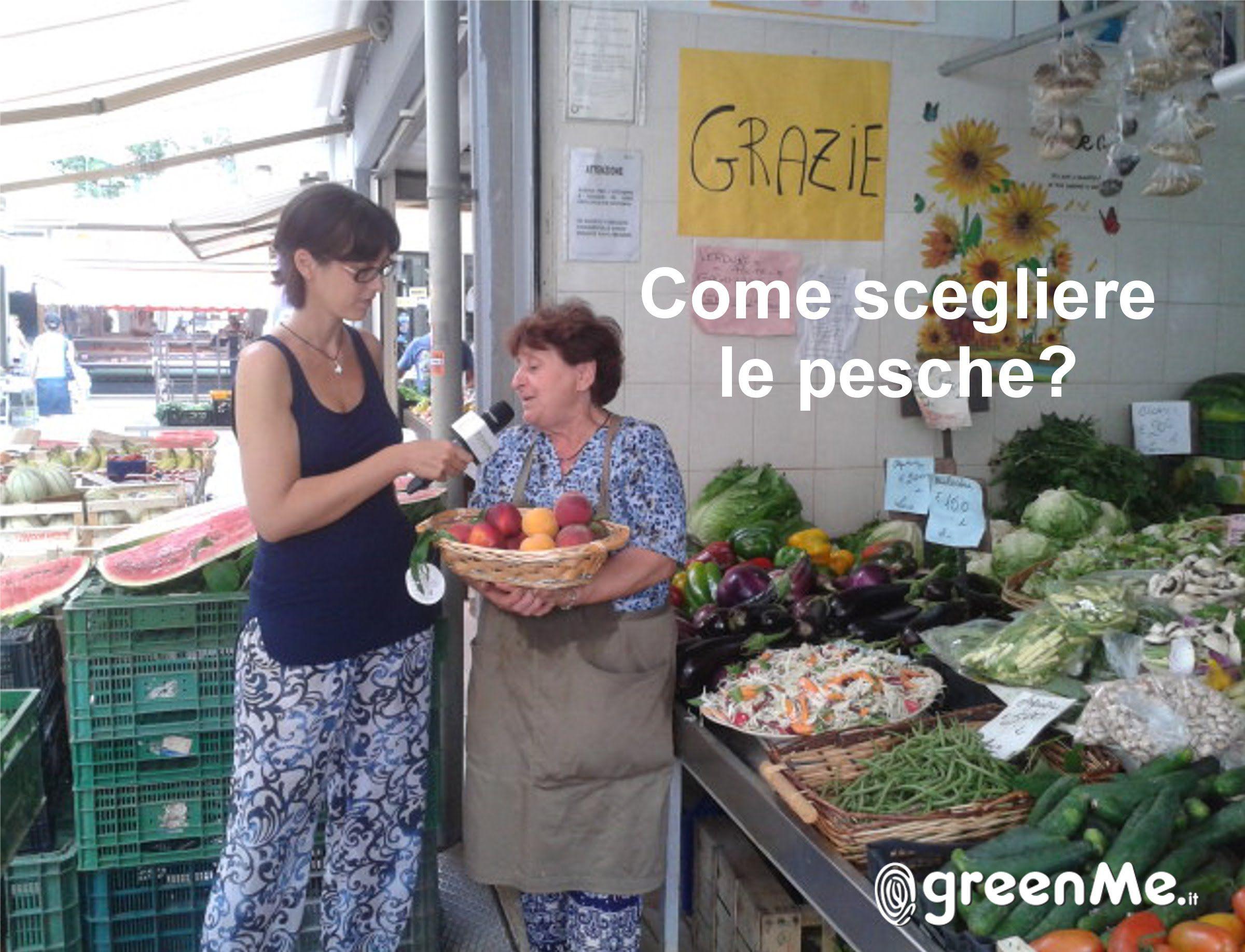 Francesca Biagioli nel mercato Pasquale II a Primavalle (RM) con l'aiuto di Gianna, proprietaria dell'omonimo banco di ortofrutta, ci da qualche dritta su co...