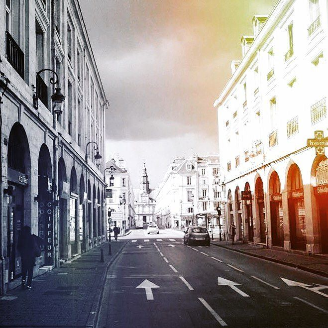 #photobyme #photooftheday #today #blackandwhite #blackandwhitephotography #noirlovers #bnw #bnw_life #bnw_society #bnw_planet #road #city #cityscape #street #streetart #streetstyle #contrast #rainbow #france by macabre_danse