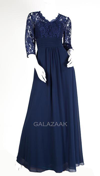 f8cb699ceb4a32 Blauwe galajurk met kanten top en lange mouwen. Lange jurk ook wel promdress