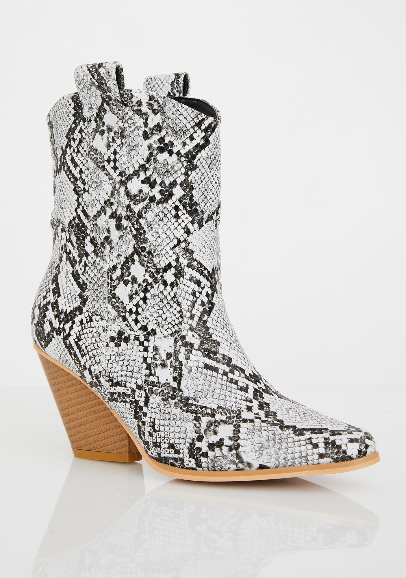 6f5c6ea4c6e Desert Romp Cowgirl Boots in 2019   My Style Wish List   Snakeskin ...