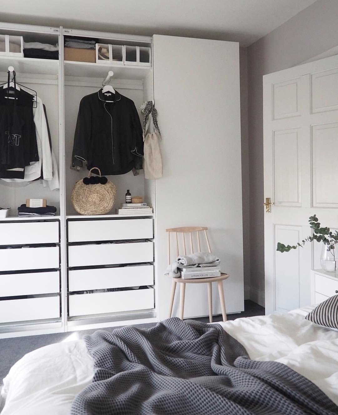 Calm Quiet Bedroom With Farrow Ball Peignoir Ideas For A