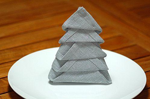 sapin en serviettes pliages de serviettes pliage. Black Bedroom Furniture Sets. Home Design Ideas
