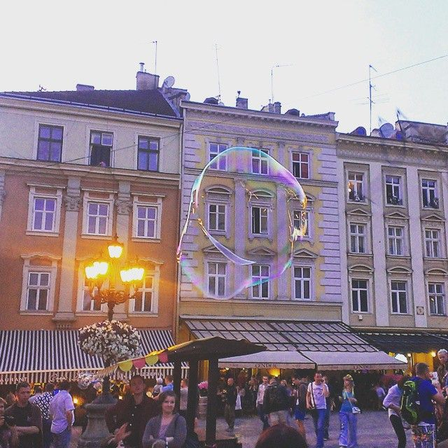 :) #Lviv #lvivgram #rynoksquare #bubbles #Ukraine