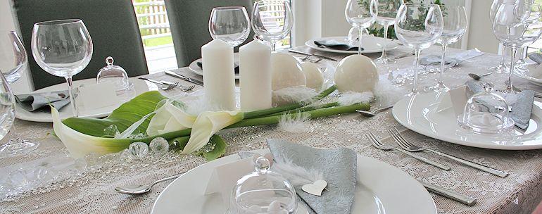 einzelne calla auf tisch hochzeits deko pinterest tafeldeko partydekoration und. Black Bedroom Furniture Sets. Home Design Ideas