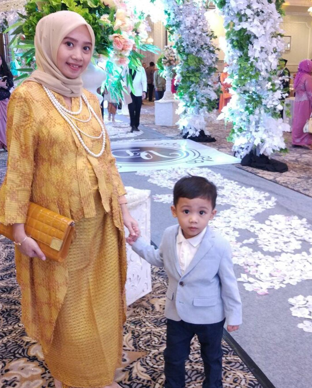 Model Baju Kebaya Ibu Hamil Modern - 8 Inspirasi Kebaya ...