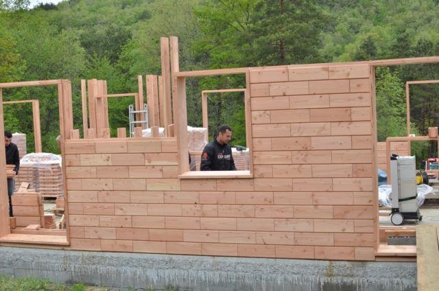Montez votre maison comme un légo avec des briques en bois Timber - construire une cabane de jardin en bois