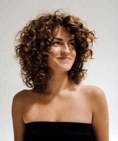 25 Short and Curly Hairstyles | Layered curly hairstyles, Curly ...