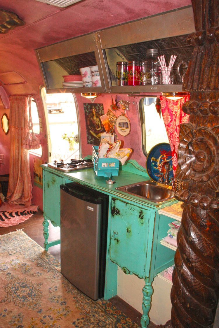very interesting (read cool!) interior space of camper
