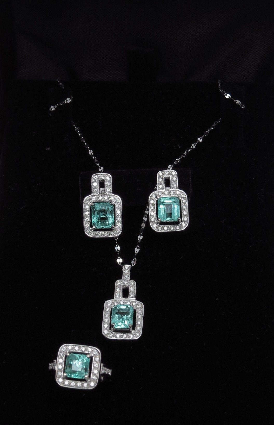 Georgeous Colombian Emeralds set.  Contact me if you are interested.