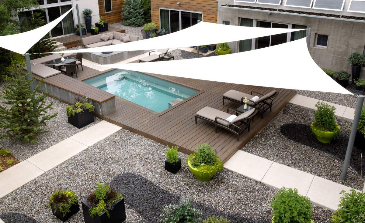 Residential shade sails like the patio mix of wood stone - Toldos para patios ...
