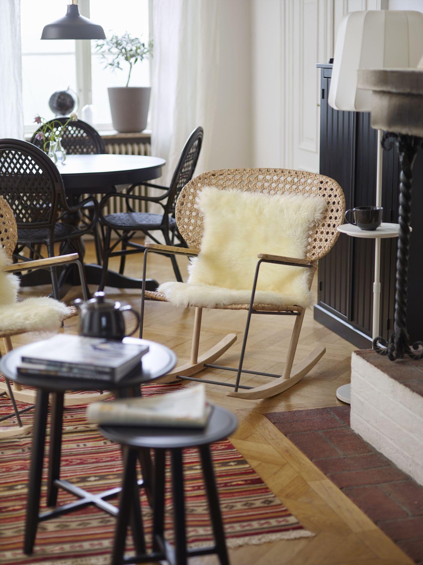 eine gem tliche kuschelecke vor dem kamin f r deine g ste im bild gr nadal schaukelstuhl. Black Bedroom Furniture Sets. Home Design Ideas