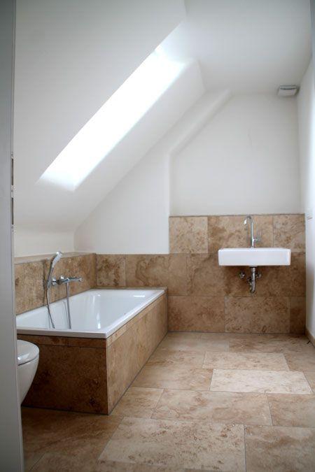 Bad Dachschrage Mit Dachfenster Lehmputz Naturstein Holzhaus Einfamilienhaus Haus