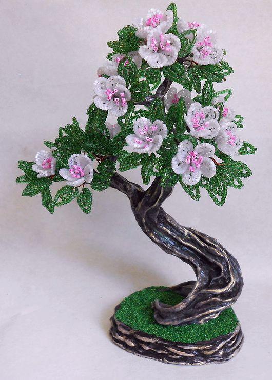 Розами, цветы на коряге из бисера