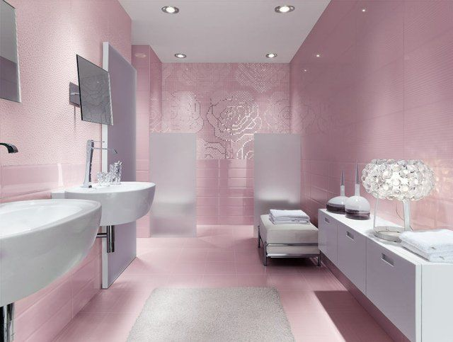 Carrelage salle de bains de couleur rose pâle à motifs de roses