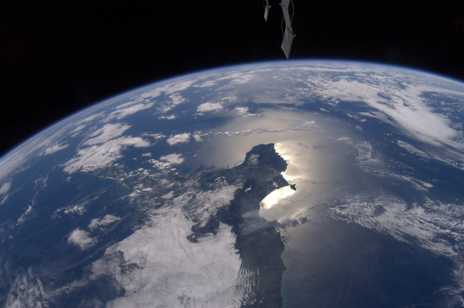 File:Hovering on the Horizon - NASA Earth Observatory.jpg ...