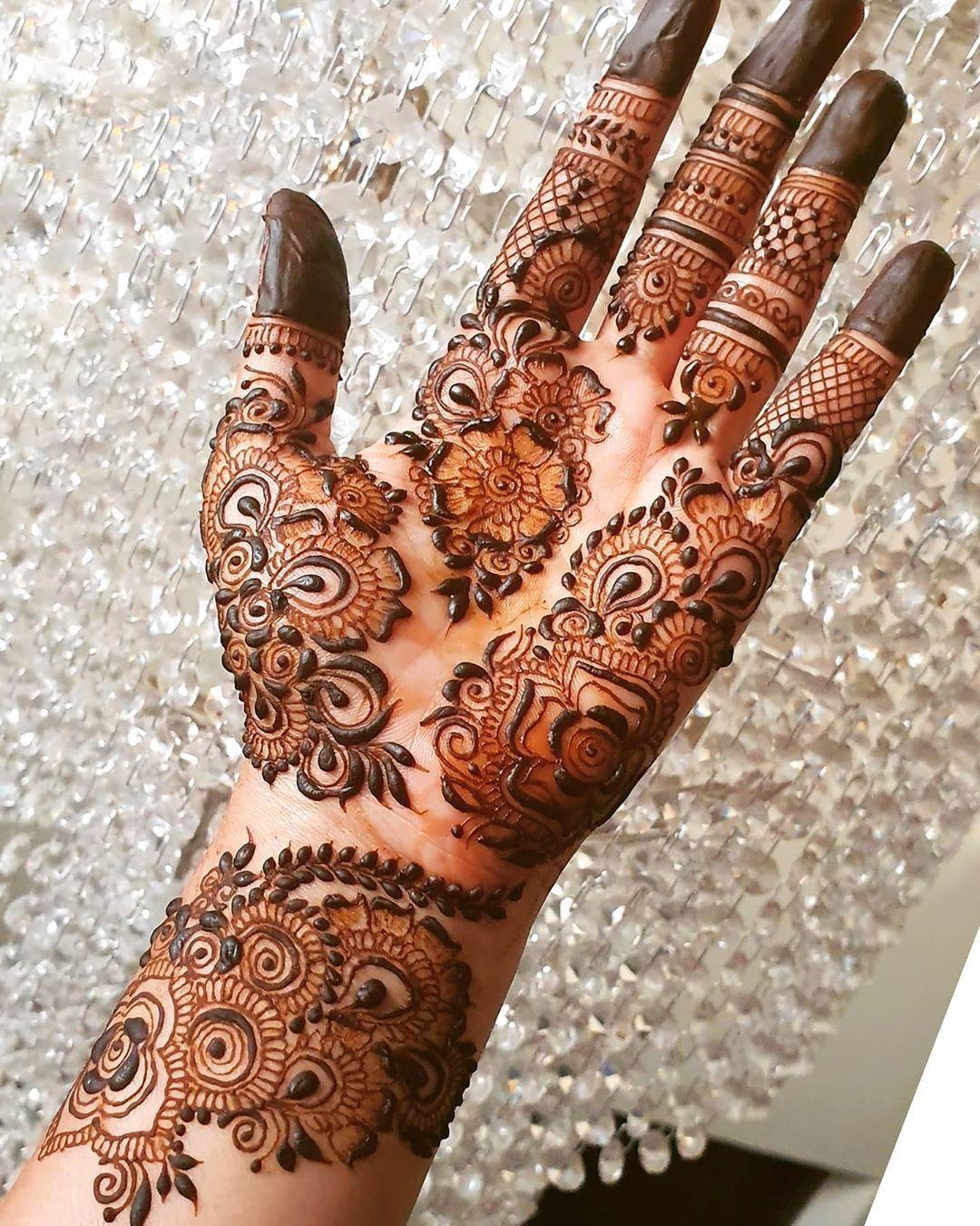latest half hand mehndi design