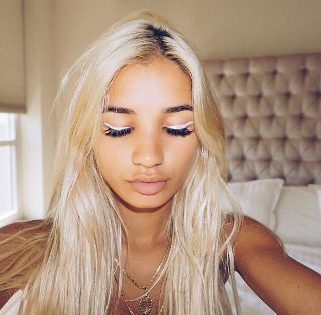pia mia with white eyeliner