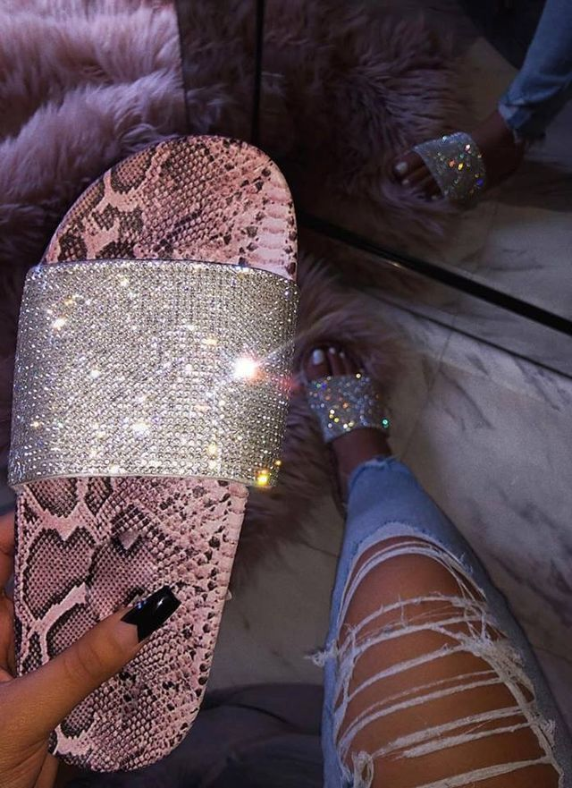 𝔉𝔬𝔩𝔩𝔬𝔴 Gt 𝔗𝔞𝔱𝔦𝔞𝔫𝔞 𝔐𝔞𝔢 In 2019 Shoes Sneakers Shoes Sandals Shoe Boots
