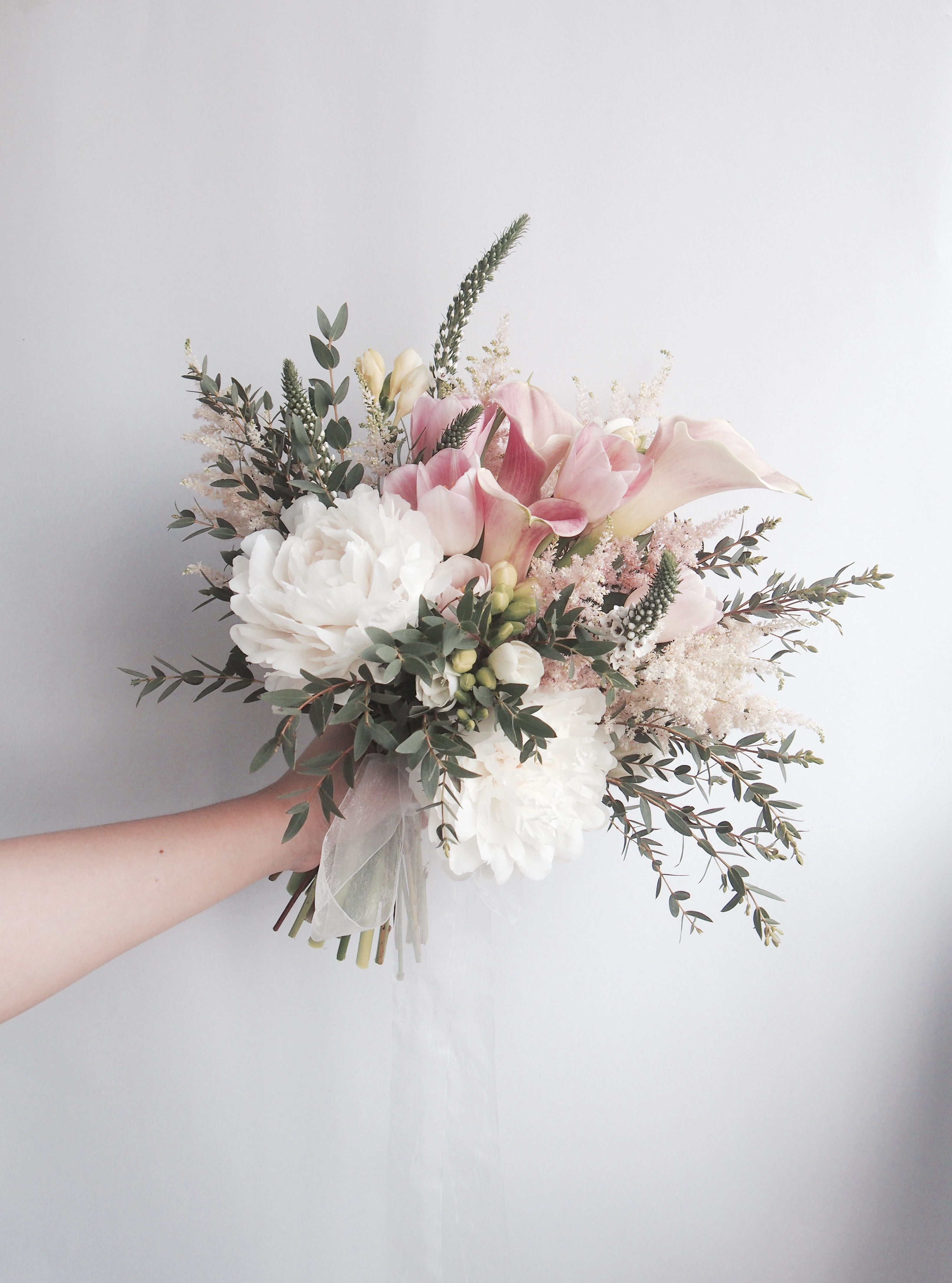 Pinterest Bouquet Sposa.This Would Be Beautiful For The Bridesmaids I Like That They Are