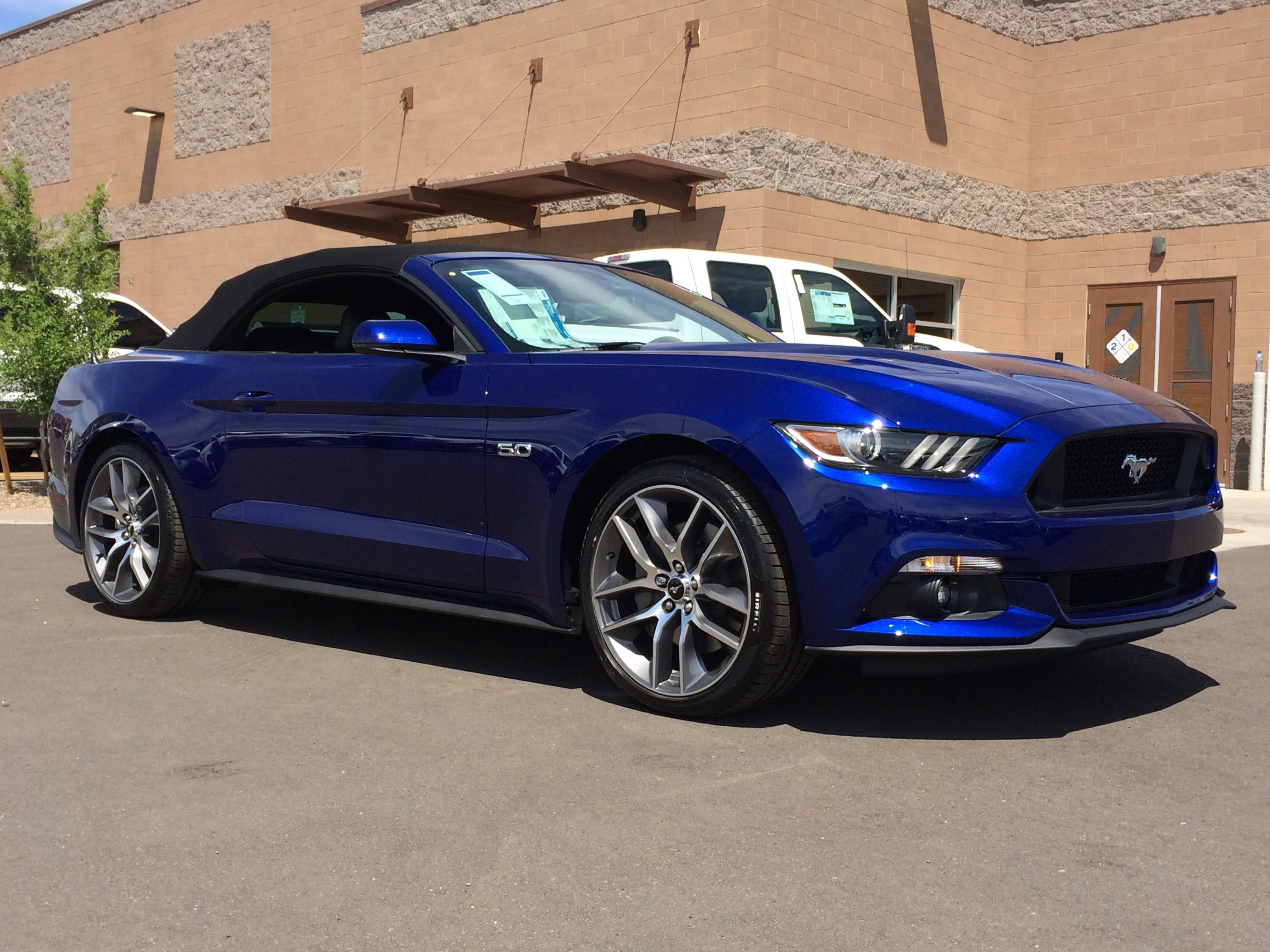 2015 mustang gt convertible deep impact blue and it does look like this in certain lighting
