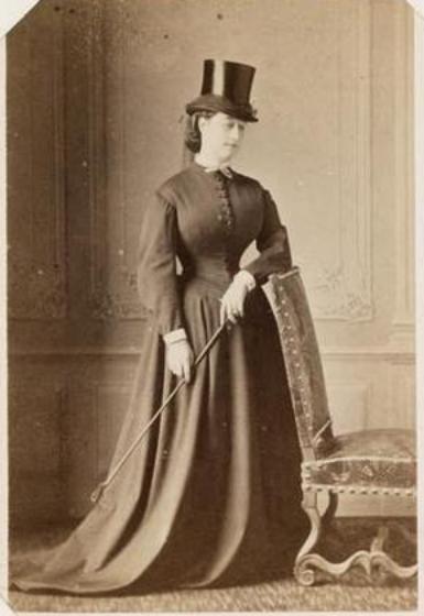 Épinglé par Archives nationales France sur Les portraits   Second empire,  Photos historiques, Reine de france