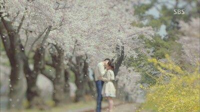 그 겨울, 바람이 분다 조인성, 송혜교  이렇게나 이쁜 엔딩씬.  연애말고 사랑하고 싶다.  주워들은 말이 생각났던 이쁜 얘기.
