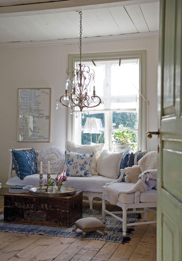 Gracias a su mezcla de muebles recuperados, objets trouvés ...