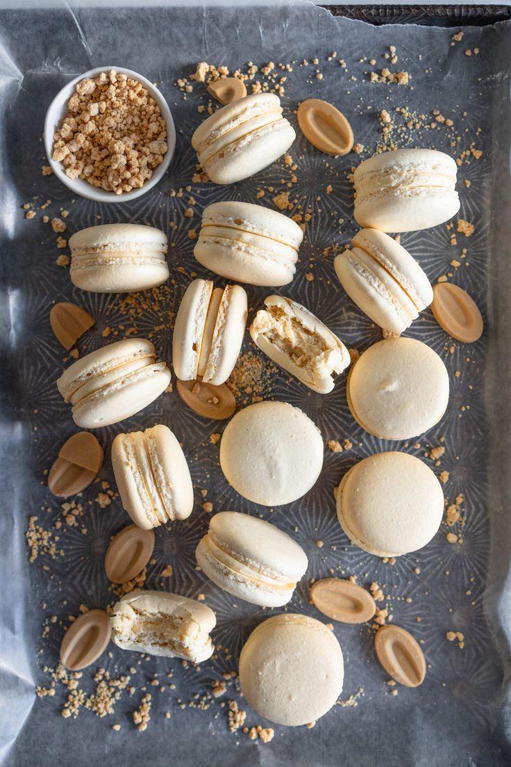 Toasted Sugar Vanilla Bean Macarons with Caramelised White Chocolate German Buttercream - Holidays!! / Fiestas -