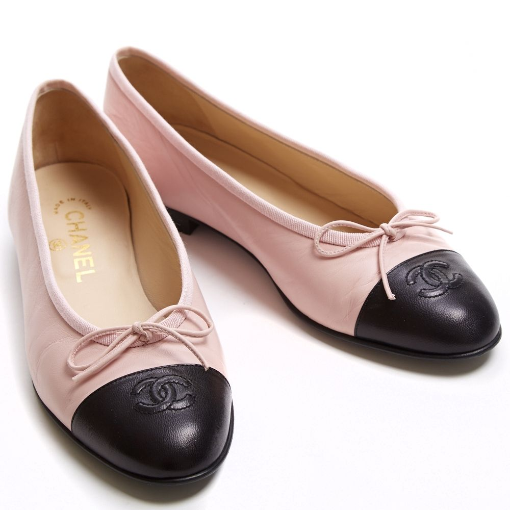 ce17b0f21f88 Size 38.5 Chanel ballet flats in baby pink and black. Flat leather sole