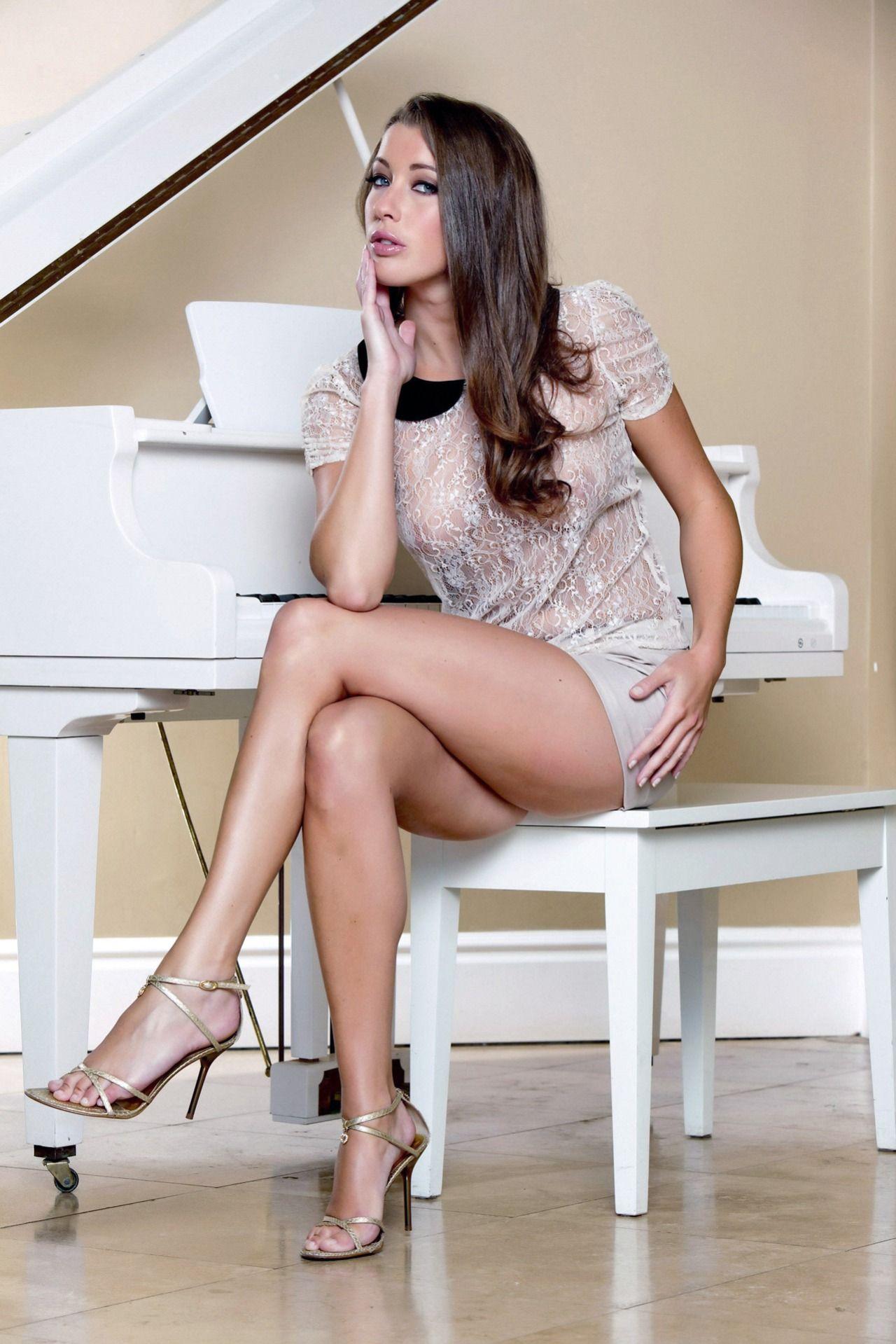 Stockings'n'Heels — Meet real women wearing stockings at ...