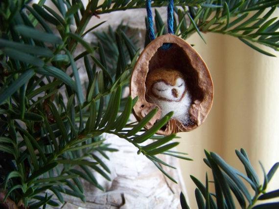 Nadel gefilzte Eule in Nussbaum Erbstück Christmas Ornament-Schleiereule #feltchristmasornaments